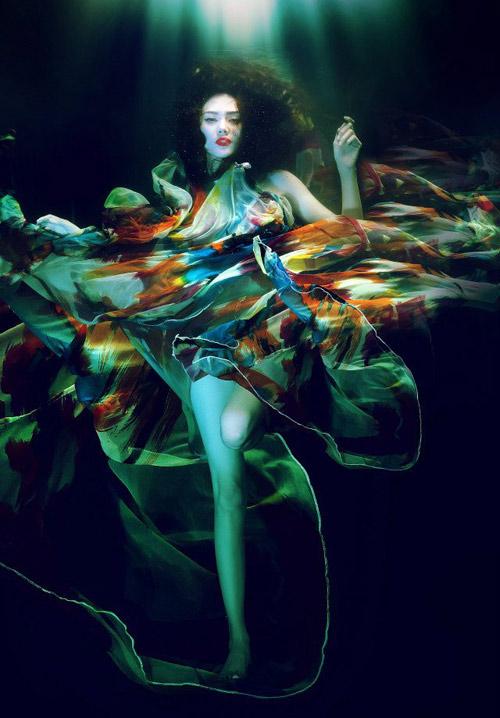 Hoàng Yến phô cơ thể đẹp mê ly dưới nước - 10