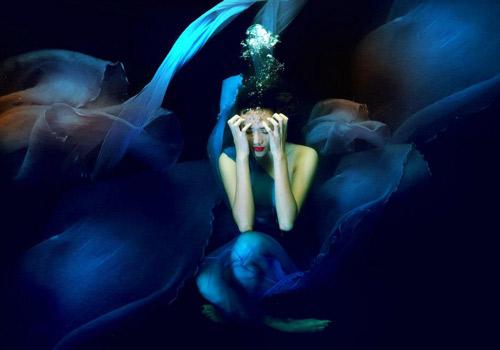 Hoàng Yến phô cơ thể đẹp mê ly dưới nước - 12