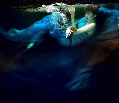Hoàng Yến phô cơ thể đẹp mê ly dưới nước - 13