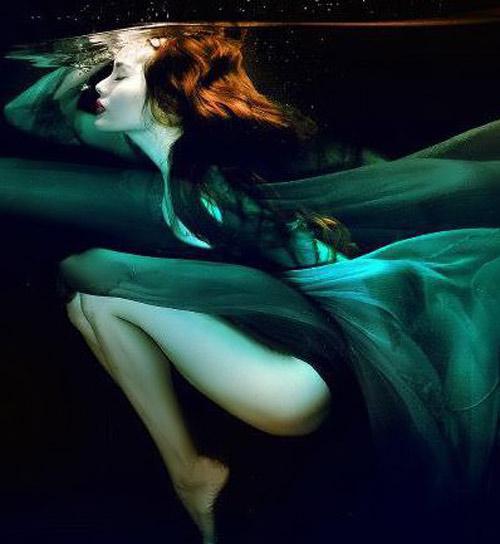 Hoàng Yến phô cơ thể đẹp mê ly dưới nước - 7