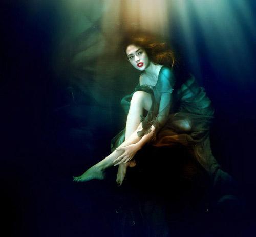 Hoàng Yến phô cơ thể đẹp mê ly dưới nước - 8