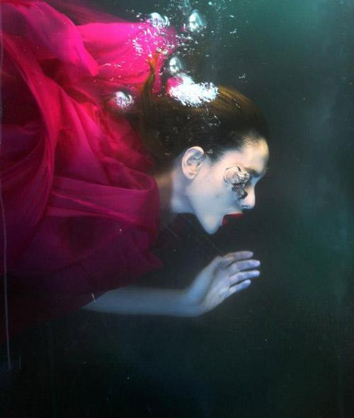 Hoàng Yến phô cơ thể đẹp mê ly dưới nước - 9