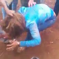 Bức xúc vì clip cô gái bị đánh hội đồng