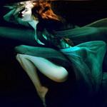 Thời trang - Hoàng Yến phô cơ thể đẹp mê ly dưới nước