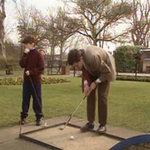Mr Bean tay Golf kiên trì