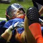 Thể thao - Va chạm thô bạo ở giải bóng bầu dục nữ