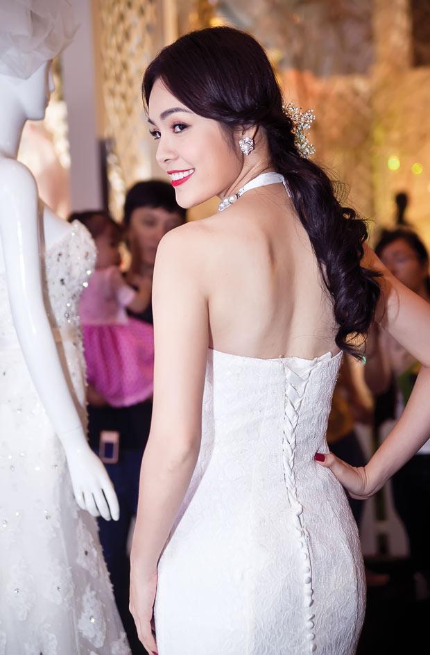Diễm Hương lại diện váy cưới gợi cảm - 10