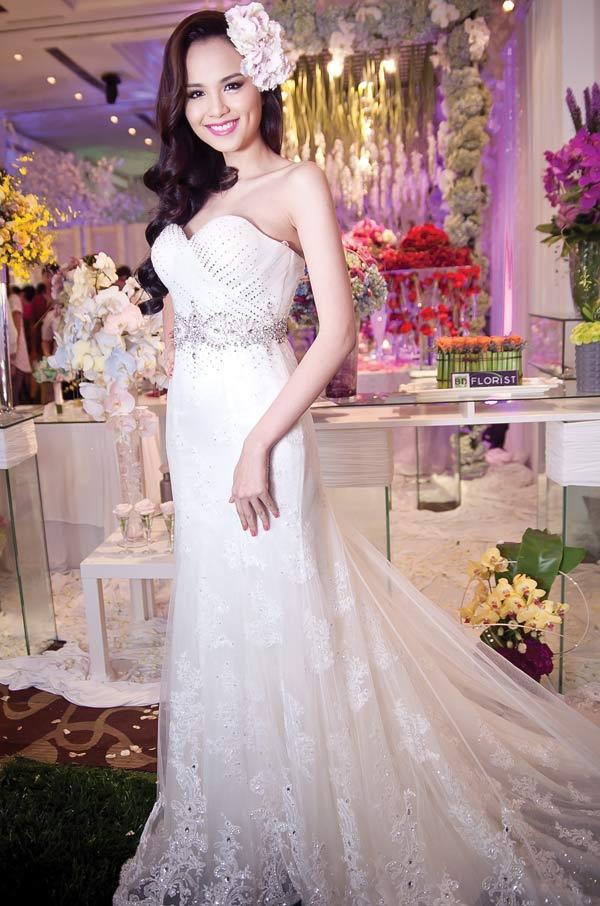 Diễm Hương lại diện váy cưới gợi cảm - 7