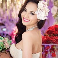 Diễm Hương lại diện váy cưới gợi cảm