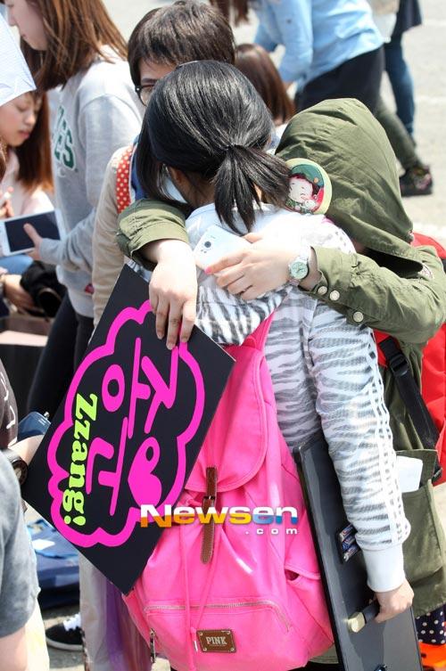 Fan khóc như mưa vì Yesung nhập ngũ - 9
