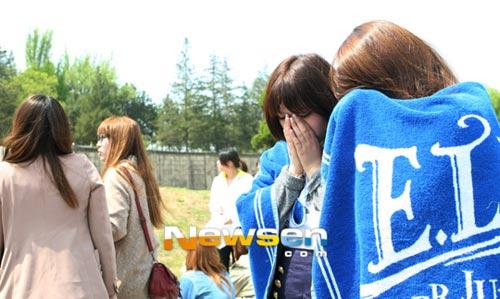 Fan khóc như mưa vì Yesung nhập ngũ - 10