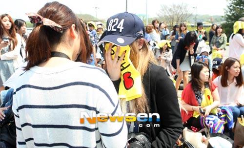 Fan khóc như mưa vì Yesung nhập ngũ - 5