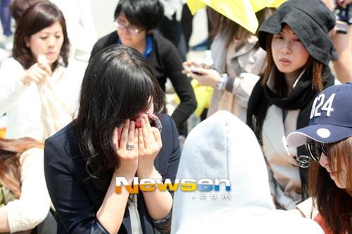 Fan khóc như mưa vì Yesung nhập ngũ - 6
