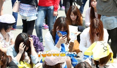 Fan khóc như mưa vì Yesung nhập ngũ - 7