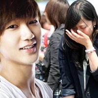 Fan khóc như mưa vì Yesung nhập ngũ