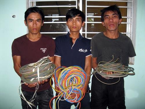 Xóa sổ nhóm cắt trộm dây điện chiếu sáng - 1