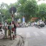 Tin tức trong ngày - Xử phạt người đi bộ sang đường sai quy định