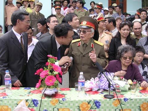 Ảnh: Tướng Giáp về chiến trường Điện Biên Phủ - 10