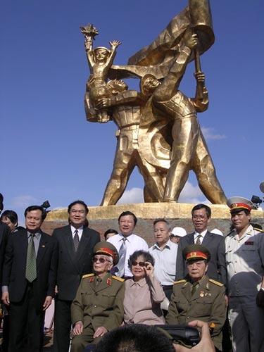 Ảnh: Tướng Giáp về chiến trường Điện Biên Phủ - 5