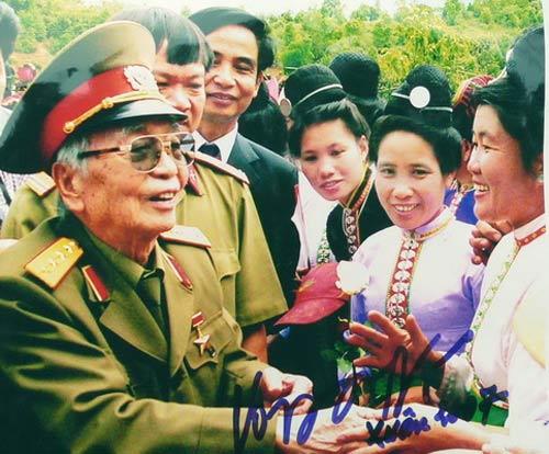 Ảnh: Tướng Giáp về chiến trường Điện Biên Phủ - 7
