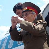 Ảnh: Tướng Giáp về chiến trường Điện Biên Phủ