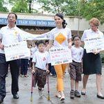 Phim - MC Thụy Vân đi bộ cùng bé Thiện Nhân