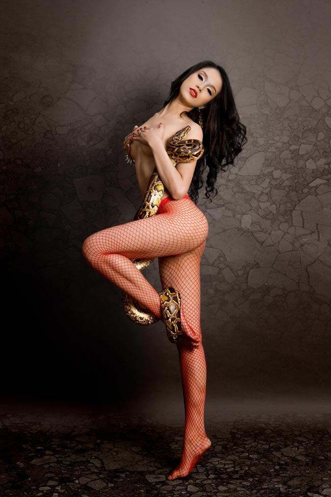 3 bộ hình nude gây tâm bão dư luận - 4