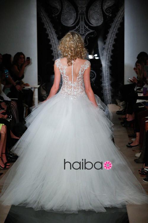 Khoe lưng trần - xu hướng váy cưới 2014 - 15