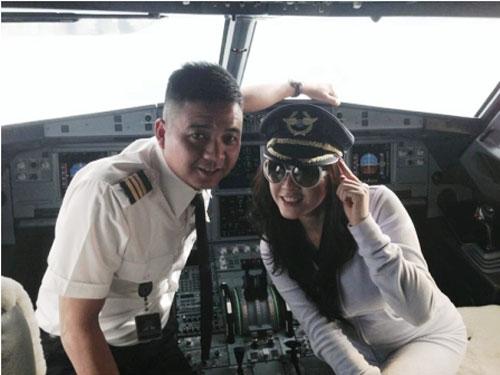 Để Lý Nhã Kỳ lên buồng lái, phi công bị phạt