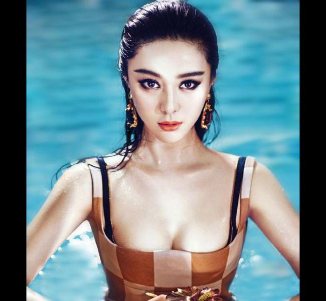 Từ lâu Phạm Băng Băng đã nổi lên như một fashion icon (biểu tượng thời  trang) của làng giải trí Hoa ngữ. Thậm chí, cô nàng còn lựa chọn trang  phục mỗi khi sải bước trên thảm đỏ khéo đến mức được vinh danh là 'Nữ  hoàng thảm đỏ châu Á'.