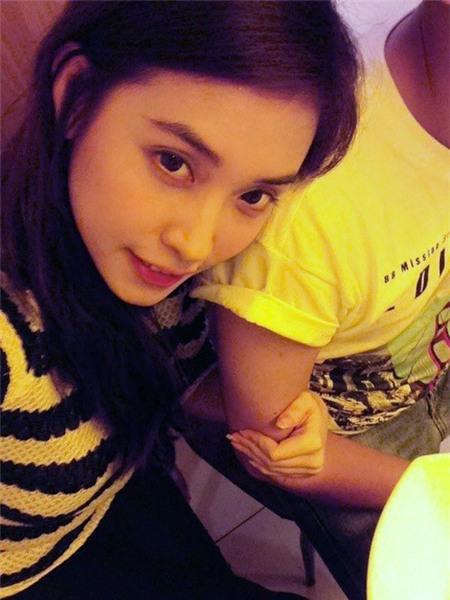 Ảnh tình tứ của Trấn Thành và bạn gái hot girl - 1