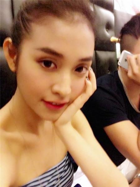 Ảnh tình tứ của Trấn Thành và bạn gái hot girl - 3