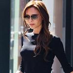 Thời trang - Victoria Beckham bỗng... cười trên phố!