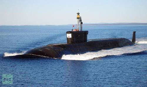 Thủy thủ VN chạy thử tàu ngầm Kilo - 1