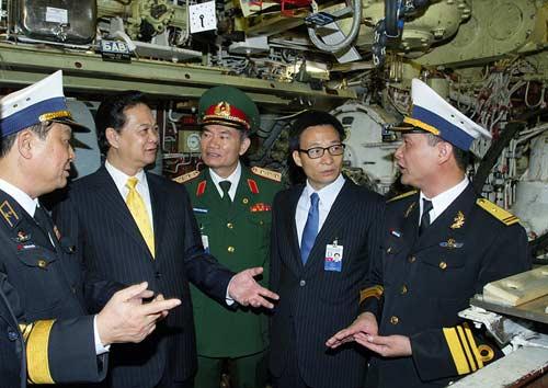 Chùm ảnh Thủ tướng thăm tàu ngầm Hà Nội - 6