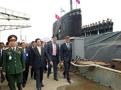 Chùm ảnh Thủ tướng thăm tàu ngầm Hà Nội - 1