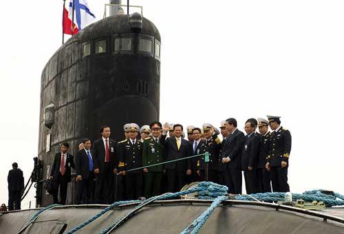 Chùm ảnh Thủ tướng thăm tàu ngầm Hà Nội - 2