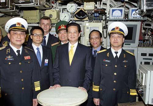 Chùm ảnh Thủ tướng thăm tàu ngầm Hà Nội - 3