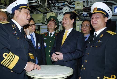 Chùm ảnh Thủ tướng thăm tàu ngầm Hà Nội - 4