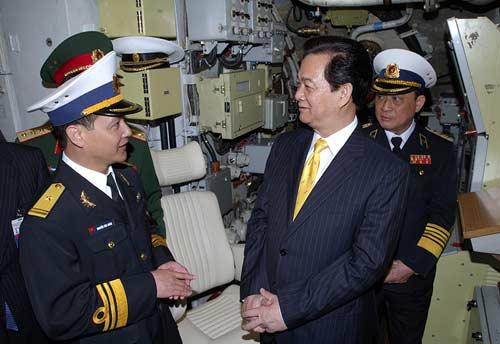 Chùm ảnh Thủ tướng thăm tàu ngầm Hà Nội - 5