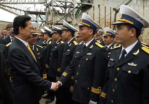 Chùm ảnh Thủ tướng thăm tàu ngầm Hà Nội - 7