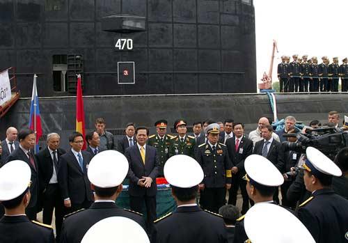 Chùm ảnh Thủ tướng thăm tàu ngầm Hà Nội - 8
