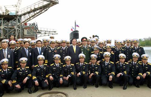 Chùm ảnh Thủ tướng thăm tàu ngầm Hà Nội - 9