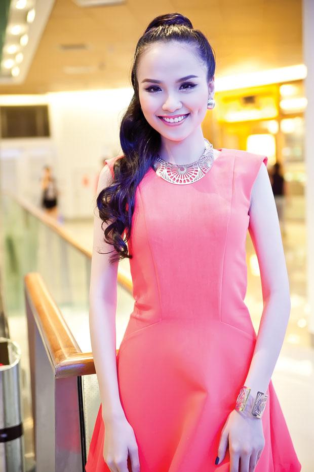 Diễm Hương diện váy neon xinh tươi - 2