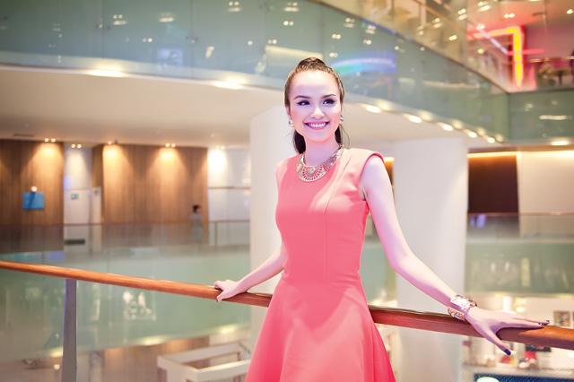 Diễm Hương diện váy neon xinh tươi - 4