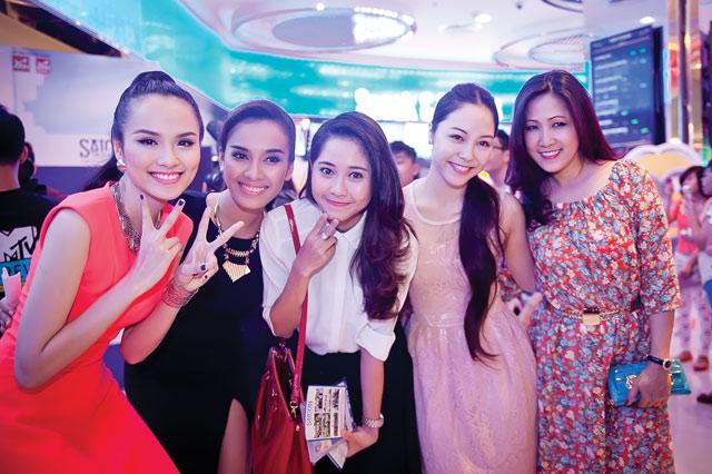 Diễm Hương diện váy neon xinh tươi - 13