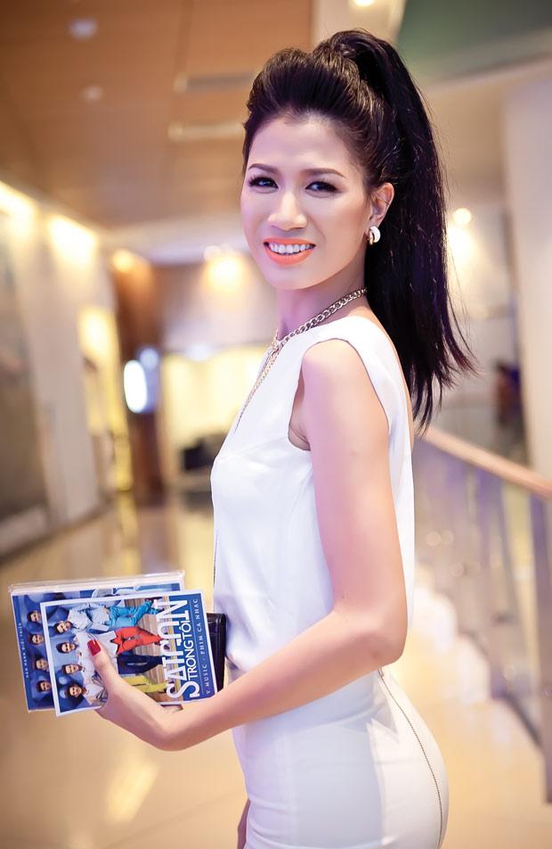 Diễm Hương diện váy neon xinh tươi - 11