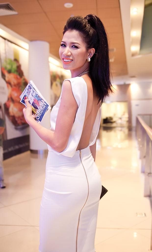 Diễm Hương diện váy neon xinh tươi - 12