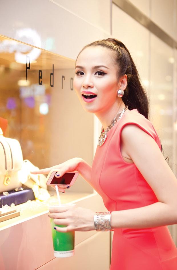 Diễm Hương diện váy neon xinh tươi - 7