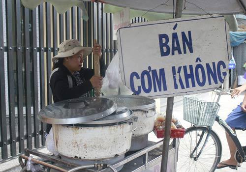 Độc đáo: Phố chỉ bán cơm không ở Sài Gòn - 1